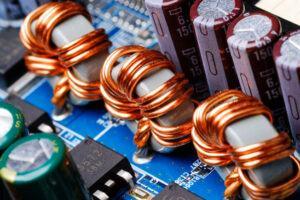 Tại sao cuộn cảm lại chặn được dòng điện cao tần và cho dòng điện một chiều đi qua?