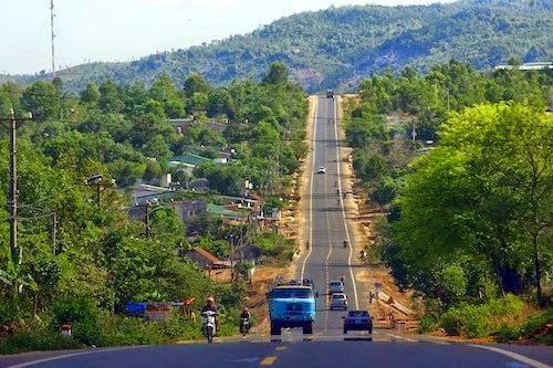 Tại sao nói để phát triển kinh tế văn hóa miền núi giao thông vận tải phải đi trước một bước?