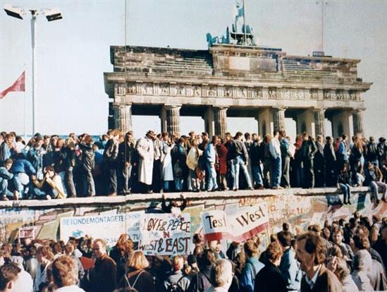 Nguyên nhân sụp đổ của chủ nghĩa xã hội ở Liên Xô và Đông Âu