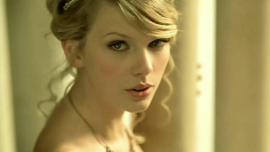 Taylor Swift là ai?