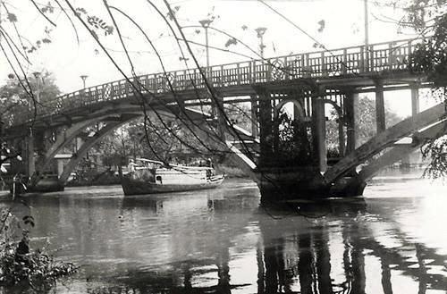 Cầu Thị Nghè ở đâu? 'Phố đèn đỏ' nhộn nhịp giữa lòng Sài Gòn