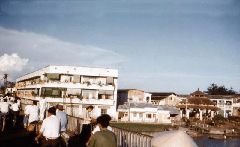 Cầu Thị Nghè ở đâu? 'Phố đèn đỏ' giữa lòng Sài Gòn