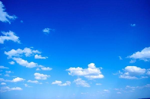 tại sao bầu trời màu xanh