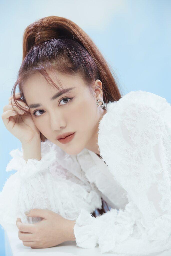 Phùng Khánh Linh là ai?