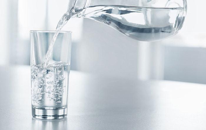 Tính chất hóa học của nước?